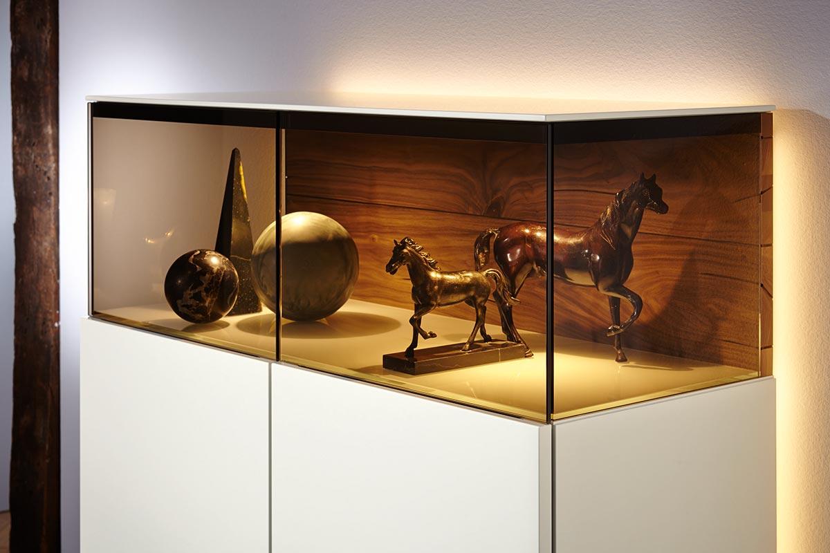 gentis vitrine klein h lsta designm bel made in germany. Black Bedroom Furniture Sets. Home Design Ideas