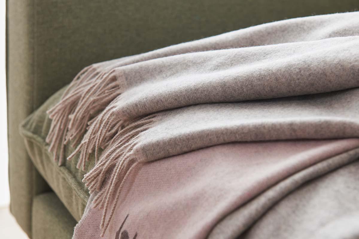 hülsta Plaid Kaschmir A023 grau/rosa